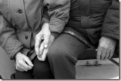 couple,holding,hands,man,old,sweet,woman-49e5a1f6286aa70ec027f94976b64d5a_h